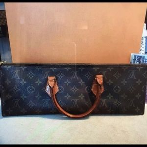 ❤️Sale❤️ Authentic Louis Vuitton Triangle Bag